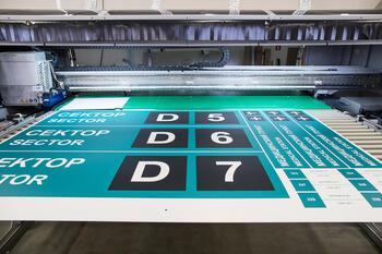 Широкоформатная печать на пластике